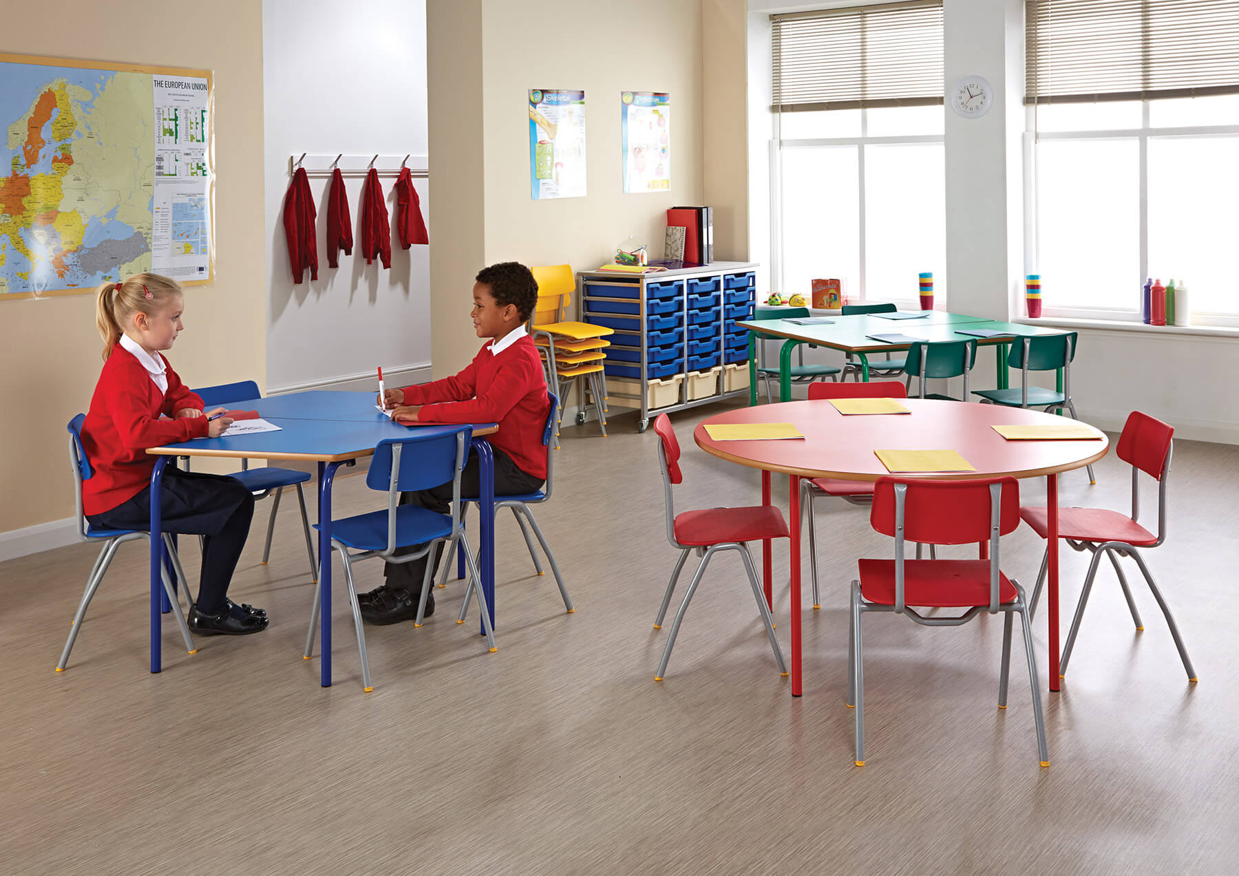 Metalliform BS Chairs room photo